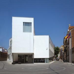 Edifici per a depend ncies municipals al masnou zfc for Oficina atencio al ciutada